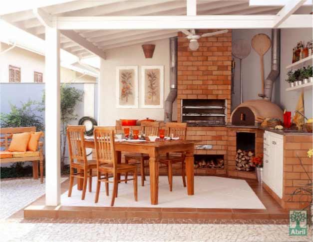 quiosque com estrutura de madeira