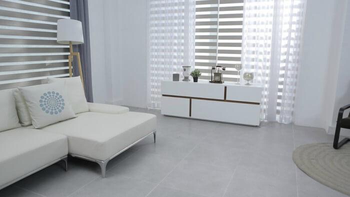Sala com decoração minimalsita