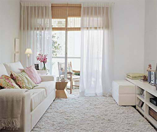 Sala decorada com cores claras