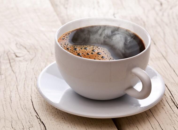 café quente em uma xícara
