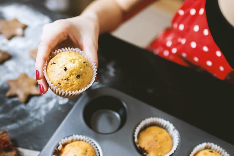 Mãe fazendo Cupcake